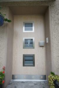 Moderne Türe in weiss